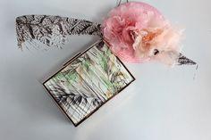 Clutch flores crema y tocado de Olivia and Cloe, la combinacion perfecta!