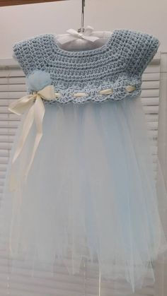 Crochet Dresses Patterns Crochet and Tulle Baby Dress - Such a cute idea to add tulle to some crochet for a unique kiddie dress! - Crochet and Tulle Baby DressThis crochet pattern / tutorial is available for free. Full post: Crochet and Tulle Baby Dress Baby Girl Crochet, Crochet Baby Clothes, Crochet For Kids, Crochet Summer, Crochet Crafts, Knit Crochet, Crochet Ideas, Easy Crochet, Crochet Ripple