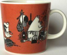 Muumimuki Tumma roosa Muumimamma - Muumimukihaku.fi Tove Jansson, Moomin Mugs, The Creator, Table Settings, Ceramics, Tableware, Creative, Finland, Anna