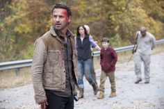 Still of Andrew Lincoln, Sarah Wayne Callies and Chandler Riggs in The Walking Dead