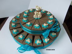 Gâteau de 30 boîtes à dragées baptême à étage thème petit ours