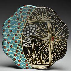 Photo Pottery Plates, Glazes For Pottery, Ceramic Pottery, Pottery Art, Sgraffito, Ceramic Tableware, Ceramic Clay, Pottery Painting, Ceramic Painting