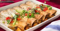 Enchildat, eli täytetyt pehmeät maissitortillat, kuorrutetaan juustolla. Ne ovat kuin meksikolainen versio lasagnesta, eräänlainen tortillalasagne. Tarjoile kanaenchiladat salsan, avokadon ja paprikachilimaustetun crème fraîchen kanssa.