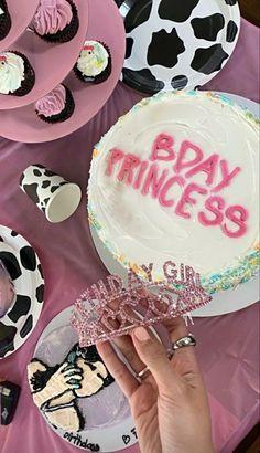 Pretty Birthday Cakes, 18th Birthday Party, Pretty Cakes, Cute Cakes, Birthday Goals, Un Cake, Bday Girl, Its My Bday, Cute Food