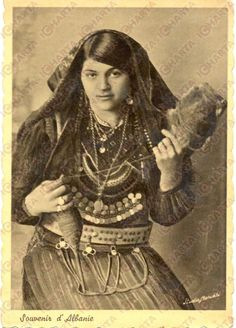 1939 Albania Giovane Filatrice IN Costume Tipico CON Fuso E Filo Cartolina FG VG | eBay