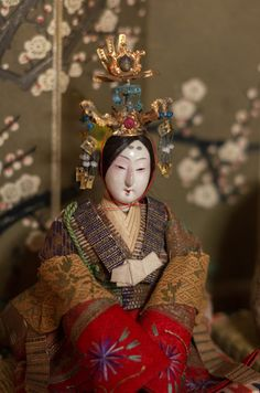 Welcome! This blog is mainly about traditional Japanese dolls, including kokeshi, kimekomi dolls,...