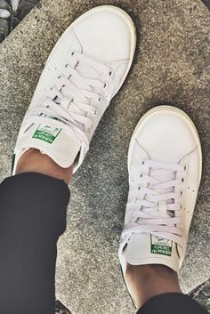 How To Clean White Shoes: Keeping Your Sneakers Looking New