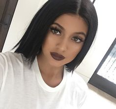 Kylie Jenner finally confirmed her plump lips are fake, thanks to sis Khloe Kardashian. Kylie Jenner Lipstick, Kylie Jenner Fotos, Look Kylie Jenner, Kylie Makeup, Hair Makeup, Kendall Jenner, Beauty Make-up, Beauty And Fashion, Hair Beauty