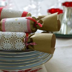 Brown paper & lace home made Christmas crackers Christmas Crackers, Christmas Bags, Christmas Gift Wrapping, Christmas Love, Homemade Christmas, All Things Christmas, Christmas Holidays, Christmas Crafts, Christmas Decorations