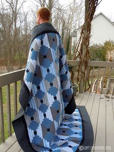 """Perfect """"guy"""" quilt.  Would be so easy to create a knitting chart..."""