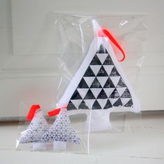 Graphic christmas trees from interior by.bak. I would love to try to make some of these in fun colors!!