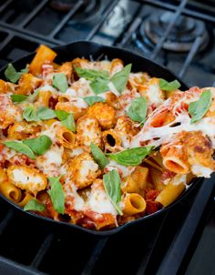Recipe: Chicken Parm and Pasta Skillet | Kitchn Chicken Pasta Recipes, Recipe Chicken, Pasta Food, Parmesan, Pasta Dinners, Weeknight Dinners, Dump Dinners, Breaded Chicken, Cheesy Chicken