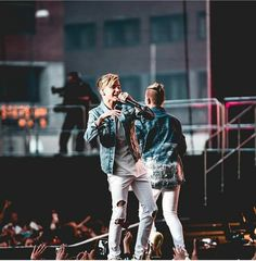 Marcus and Martinus I Go Crazy, Love U Forever, M Photos, Twin Brothers, Celebs, Celebrities, Love Pictures, 5 Seconds Of Summer, Hair Humor
