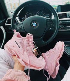 Image about pink in Accessories by Anadina on We Heart It Sneakers Mode, Cute Sneakers, Girls Sneakers, Girls Shoes, Sneakers Fashion, Fashion Shoes, Shoes Sneakers, All Nike Shoes, Dr Shoes