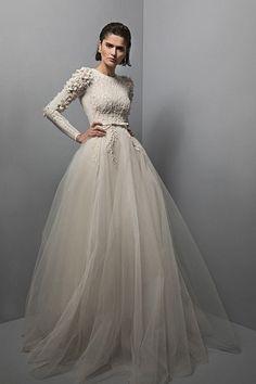Chana Marelus Aria Unieke moderne trouwjurken - Fashion for teens Modest Wedding Dresses, Designer Wedding Dresses, Bridal Dresses, Wedding Gowns, Prom Dresses, Conservative Wedding Dress, Long Dresses, Dress Long, Wedding Cakes