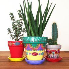 Petits pots de fleurs peints à la main