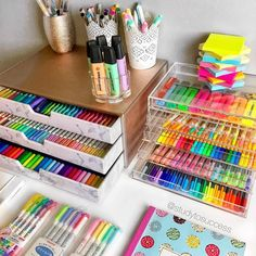 Uploaded by MICKEY. Find images and videos about goals, school and study on We Heart It - the app to get lost in what you love. Craft Closet Organization, Stationary Organization, Craft Room Storage, Desk Drawer Organisation, School Desk Organization, Study Room Decor, Cute Room Decor, Room Ideas Bedroom, Cool School Supplies