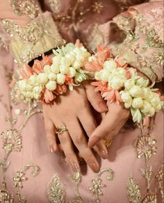 Tumblr Girl Photography, Teenage Girl Photography, Simple Pakistani Dresses, Pakistani Wedding Outfits, Nikah Ceremony, Girl Hand Pic, Dps For Girls, Indian Aesthetic, Diy Doll Miniatures