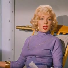 Marilyn Monroe and Jane Russell in gentlemen prefer blondes 1953 Marylin Monroe Style, Estilo Marilyn Monroe, Marilyn Monroe Movies, Marilyn Monroe Photos, Marilyn Monroe Hairstyles, Marilyn Monroe Makeup, Hollywood Glamour, Classic Hollywood, Old Hollywood
