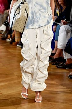 Floss Heels Are the Naked Shoe of 2019 Couture Fashion, Runway Fashion, High Fashion, Fashion Show, Fashion Outfits, Womens Fashion, Fashion Trends, Fashion Fashion, Textiles