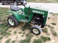 Lawn Tractors, Farmall Tractors, Old Tractors, Lawn And Garden, Garden Tools, Garden Tractor Pulling, Compact Tractors, Classic Tractor, Home Vegetable Garden