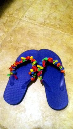 Water Balloon Flip-Flops- Use an old pair of flip flops, stretch out a bunch of water balloons, and double knot them to the rims! Cute and fun project for girls with a crafty quality and a fashionista personality!
