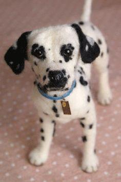 Must make 101 Dalmatians.he looks like Patch. Needle Felted Animals, Felt Animals, Cute Animals, Felt Dogs, Felt Cat, Wet Felting, Needle Felting, Felting Tutorials, Dog Art