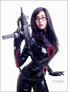 Don't mess with gun-wielding chicks. Joe or Cobra? This is me as Ana (The Baroness) of GI Joe for the opening weekend of the movie at Power Pl. GI Joe: The Baroness Amazing Cosplay, Best Cosplay, Female Cosplay, Baroness Gi Joe, Super Heroine, Geek Girls, Cosplay Girls, Samurai, Lady
