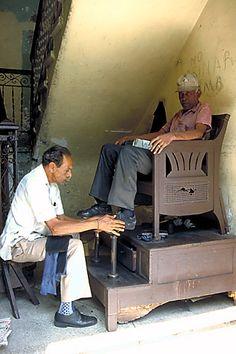 Shoeshiner, Santiago de Cuba Copyright: Jorge Martos