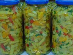 Rozi erdélyi,székely konyhája: Zöldpaszuly (bab) télire zöldségesen Pickling Cucumbers, Preserves, Pickles, Ketchup, Mason Jars, Food And Drink, Recipes, Zeller, Salads