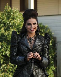 Lana Parrilla - The Evil Queen The Queen Is Dead, Once Up A Time, Queen Outfit, Evil Queens, Swan Queen, Regina Mills, Jennifer Morrison, Ouat, Gowns