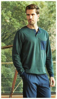 Guasch, pijama de manga y pantalón largo con puños hombre. Dibujos geómetricos en verde y azul marino. ALGODÓN 100%. + modelos en varelaintimo.com