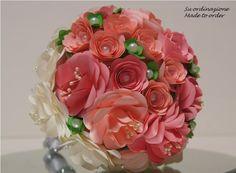 Bouquet+da+sposa+con+fiori+di+carta+avorio+e+rosa+di+PaperLoveFantasy+su+DaWanda.com