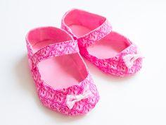 Süße Babyschuhe mit Riemchen nähen. (Tutorial on how to sew baby shoes.)
