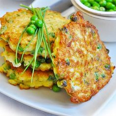 Chiftele din orez si mazare Healthy Cooking, Healthy Eating, Romanian Food, Tandoori Chicken, Salmon Burgers, Baby Food Recipes, Vegetarian Recipes, Food And Drink, Meals