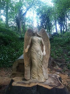 Angel carved with a chainsaw. Pottery Sculpture, Tree Sculpture, Wood Yard Art, Wood Art, Chainsaw Wood Carving, Wood Carvings, Chain Saw Art, Wood Images, Bing Images