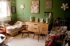 such a lovely room, those ikea minnen beds are both sweet and practical ;)