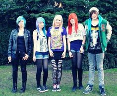 emo scene girls and boys..........I love emo hair ^_^