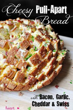 YUM: Cheesy Pull-Apart Bread with Bacon, Garlic, Cheddar and Swiss ~ the ultimate snack for your Super Bowl party! Snacks Für Party, Appetizers For Party, Appetizer Recipes, Appetizer Ideas, Think Food, Love Food, Yummy Snacks, Yummy Food, Cheesy Pull Apart Bread