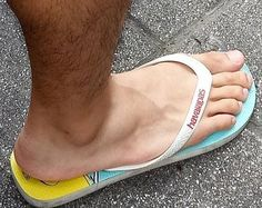 Mode Masculine, Flip Flop Sandals, Men's Sandals, Barefoot Men, Mens Flip Flops, Male Feet, Long Toes, Sport Wear, Mode Outfits