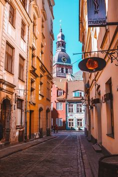 Рига, улицы Старого города. Riga Latvia, Old Town. Plain Wallpaper Iphone, Riga Latvia, Draw On Photos, Dream City, City Photography, Urban Landscape, City Streets, Countries Of The World, Old Town