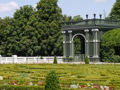 Discover Schönbrunn Palace on a virtual tour through the State Rooms of the Imperial summer residence in Vienna. George Washington Bridge, Virtual Tour, Brooklyn Bridge, Austria, Touring, Palace, Gardens, Travel, Interesting Facts