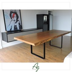Mesa de jantar em madeira natural com pés de ferro preto - Para um ambiente moderno e contemporâneo!  Az arte natural - peças em madeira, feitas a mão.  Site: azartenatural.com