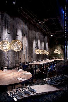 Tom Dixon Etch light in a restaurant Design Bar Restaurant, Luxury Restaurant, Restaurant Lighting, Restaurant Lounge, Oriental Restaurant, Bar Lighting, Lighting Design, Industrial Lighting, Design Café