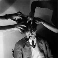 Fernando Lemos (1926, Portugal) -  Alexandre O'Neill / Lavagem Cerebral, 1949-52, Fotografia a preto e branco, 60 cm x 50 cm
