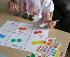 Sorting colors with stickers is a low-prep, activity to help with fine motor skills. Preschool Colors, Teaching Colors, Preschool Learning, In Kindergarten, Preschool Crafts, Fun Learning, Teaching Kids, Color Activities, Learning Activities