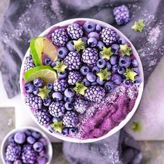What is your favorite berry? Fruit Smoothies, Healthy Smoothies, Smoothie Recipes, Glace Fruit, Cute Food, Yummy Food, Beaux Desserts, Food Porn, Breakfast Bowls