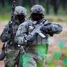 German EGB members (Tier2) Via : @kommandospezialkraefte Follow my squad : @french_tactical @french_operators @world_snipers @special.operations.forces @french.spf @blackwolf_actual @sofrecon ⚠️ #German #GermanArmy #EGB #SpecialUnit #SpecialOperation #training #Tier2 #G36