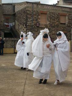 """I festeggiamenti del Carnevale in Sardegna si possono tranquillamentedefinire una """"cosa seria"""". Il Carnevale in Sardegna inizia ufficialmente il 16 gennaio con l'accensione dei fuochi in onore di …"""