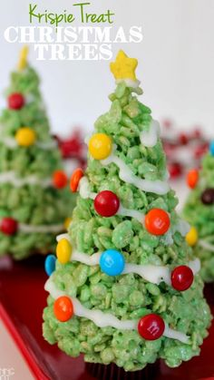 16 Of The Best Christmas Treats Kids Can Make! Easy Holiday Recipes - Emma Neal - 16 Of The Best Christmas Treats Kids Can Make! Easy Holiday Recipes 16 Fun & Easy Christmas Treats to Make with Kids - Best Christmas Recipes, Christmas Party Food, Christmas Sweets, Christmas Cooking, Noel Christmas, Christmas Goodies, Christmas Candy, Simple Christmas, Holiday Recipes